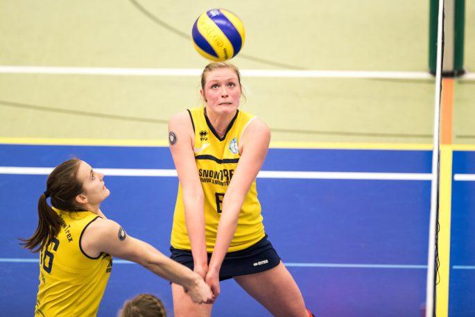 Doppelt hält besser: Melanie Preußer (links) und Linda Büsscher wollen auch in Hamburg die Annahme der DSHS SnowTrex Köln-Volleyballerinnen stabilisieren (Foto: Martin Miseré)