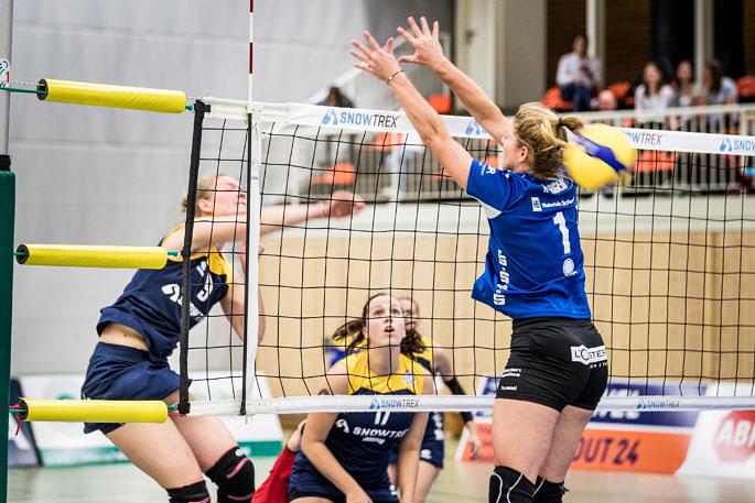 Diagonalspielerin Laura Feldmann (hier im Angriff) vom Team DSHS SnowTrex Köln bekam vom gegnerischen Trainer für ihre starke Leistung die goldene MVP-Medaille (Foto: Martin Miseré)