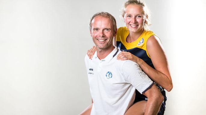 Die neue Kapitänin Viola Torliene und Trainer Jimmy Czimek (Foto: Martin Miseré)