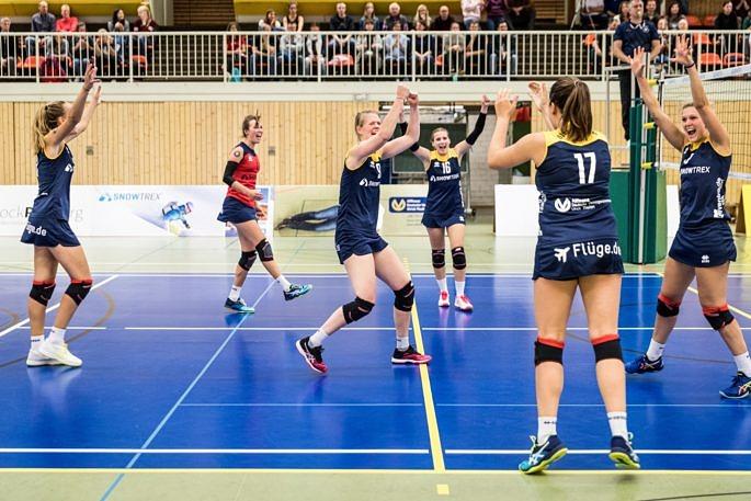 Freuen sich auf das Final-Four im WVV-Pokal in eigener Halle: Die Zweitliga-Volleyballerinnen vom Team DSHS SnowTrex Köln (Foto: Martin Miseré)