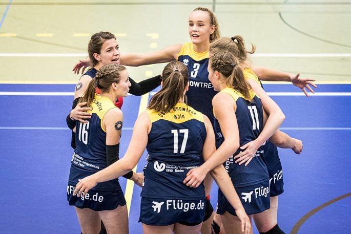 Freuen sich auf den Ausflug nach Berlin und das Wiedersehen mit alten Weggefährten: Das Volleyballteam DSHS SnowTrex Köln (Foto: Martin Miseré)