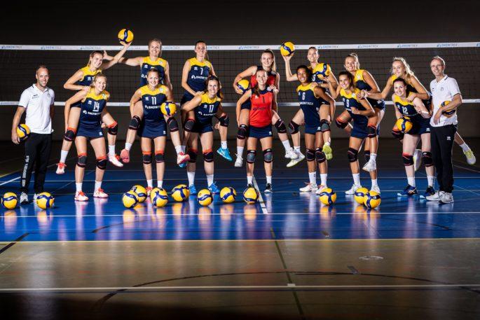 Das neue Teamfoto der SnowTrex-Volleyballerinnen vom Kölner Fotografen Martin Miseré (Foto: Martin Miseré)